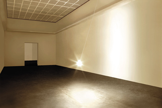 Gunda Forster, PENDULUM, light bulb, 7 pieces in 7 rooms, Kunstverein Hannover, 2001_3