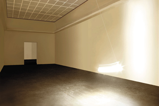 Gunda Forster, PENDULUM, light bulb, 7 pieces in 7 rooms, Kunstverein Hannover, 2001_4
