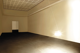 Gunda Forster, PENDULUM, light bulb, 7 pieces in 7 rooms, Kunstverein Hannover, 2001_5