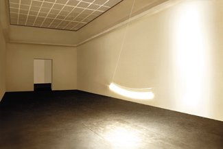 Gunda Forster, PENDULUM, light bulb, 7 pieces in 7 rooms, Kunstverein Hannover, 2001_6