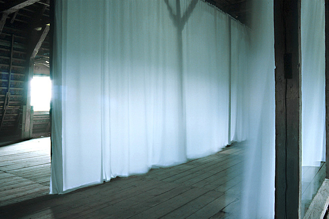Gunda Forster, WHITE CURTAINS, Schloss Plueschow, 1996_2