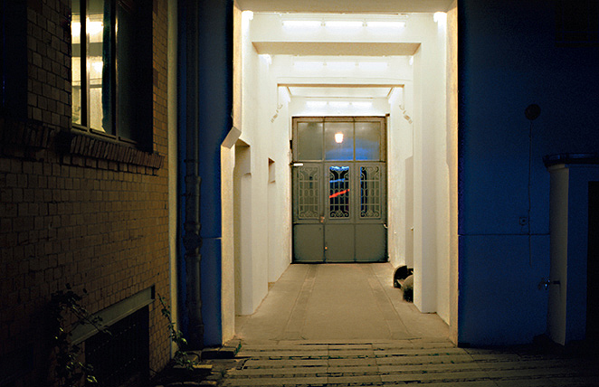 Gunda Forster, 5 PASSAGES, fluorescent lamps, Sophie-Gips-Höfe, Berlin | permanent piece since 1997_2