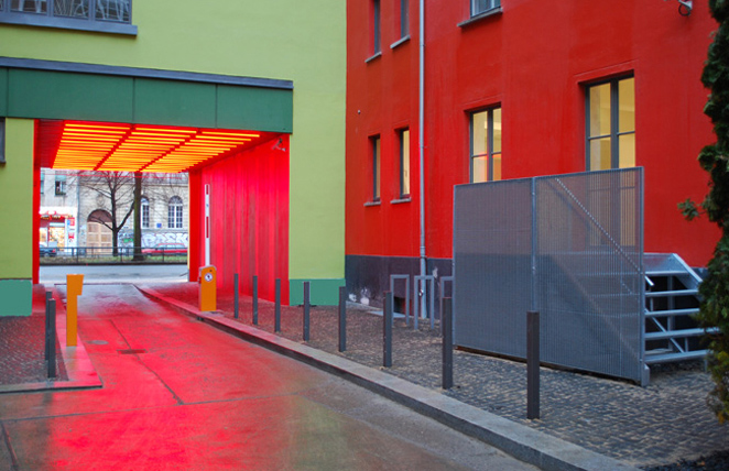 Gunda Foerster, G212, fluorescent tubes + colour, Berlin | permanent piece since 2009_3